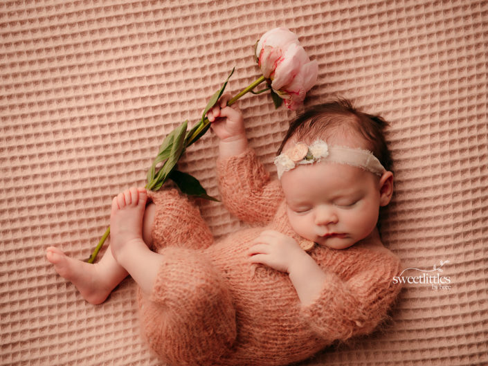 reginaphotographer 1 705x529 - Newborn